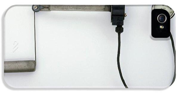 Electric Fuel Gauge IPhone 5 / 5s Case by Dorling Kindersley/uig