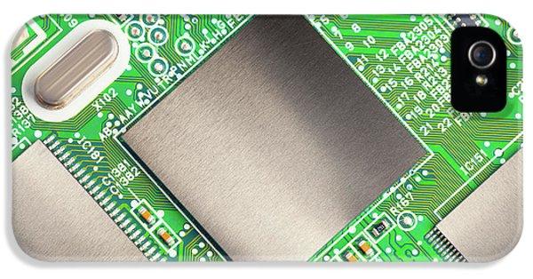 Electronic Printed Circuit Board IPhone 5 / 5s Case by Wladimir Bulgar