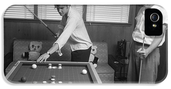 Elvis Presley And Vernon Playing Bumper Pool 1956 IPhone 5 / 5s Case by The Phillip Harrington Collection