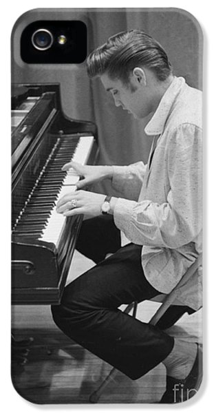 Elvis Presley On Piano While Waiting For A Show To Start 1956 IPhone 5 / 5s Case by The Harrington Collection