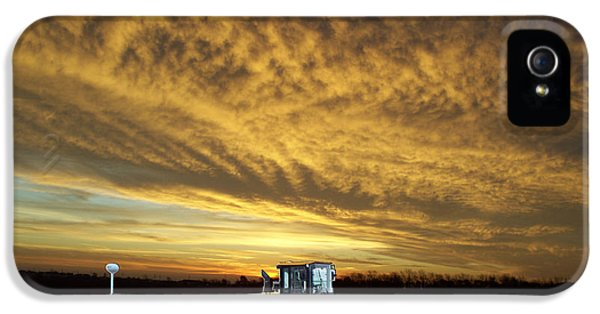 Central Il iPhone 5 Cases - End of the Work Day Digital Art iPhone 5 Case by Thomas Woolworth