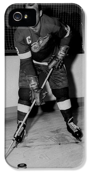 National League iPhone 5 Cases - Gordie Howe Poster iPhone 5 Case by Gianfranco Weiss