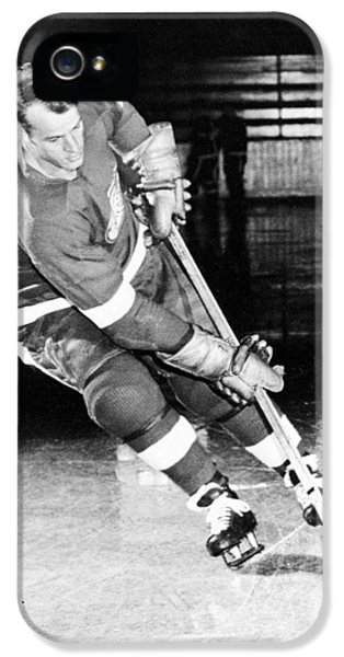 National League iPhone 5 Cases - Gordie Howe skating with the puck iPhone 5 Case by Gianfranco Weiss