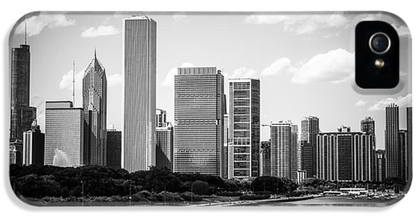 One Prudential Plaza Building iPhone 5 Cases - Hi-Res Picture of Chicago Skyline in Black and White iPhone 5 Case by Paul Velgos