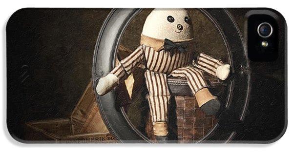Humpty Dumpty IPhone 5 / 5s Case by Tom Mc Nemar