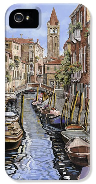 Black Cat iPhone 5 Cases - il gatto nero a Venezia iPhone 5 Case by Guido Borelli