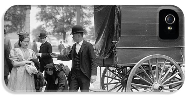 Bowler iPhone 5 Cases - Immigrants At Battery Park, New York, N.y., C.1900 Bw Photo iPhone 5 Case by Byron Company