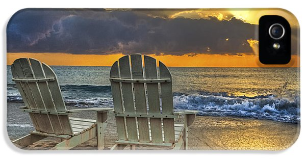Sea iPhone 5 Cases - In The Spotlight iPhone 5 Case by Debra and Dave Vanderlaan