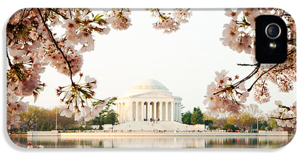 Jefferson Memorial With Reflection And Cherry Blossoms IPhone 5 / 5s Case by Susan Schmitz