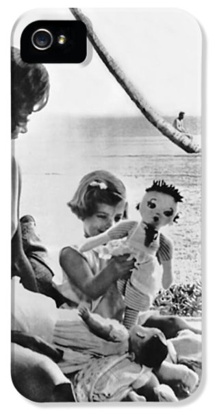 Kennedy Family At Palm Beach IPhone 5 / 5s Case by Underwood Archives