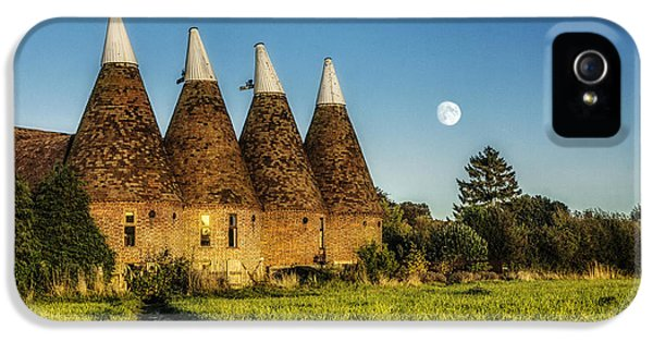 Hose iPhone 5 Cases - Kentish Oast Houses iPhone 5 Case by Ian Hufton
