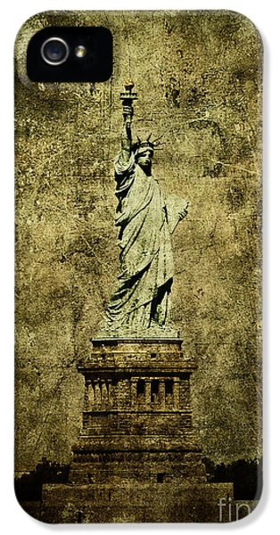 Statue Photographs iPhone 5 Cases - Liberation iPhone 5 Case by Andrew Paranavitana