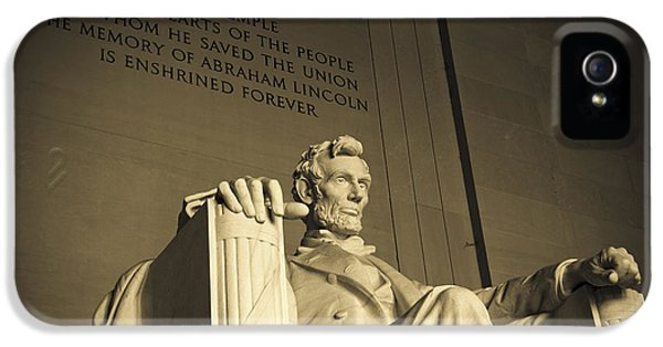 Lincoln Statue In The Lincoln Memorial IPhone 5 / 5s Case by Diane Diederich