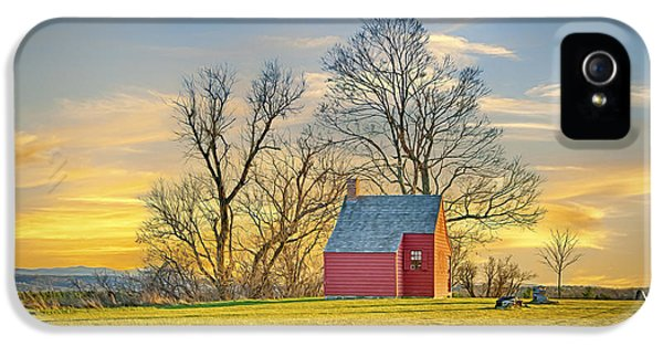 Little Red Farm House IPhone 5 / 5s Case by Gregory W Leary