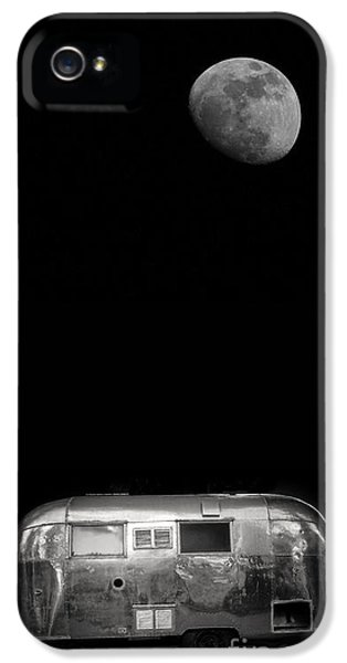 Trailer iPhone 5 Cases - Moonrise over Airstream iPhone 5 Case by Edward Fielding
