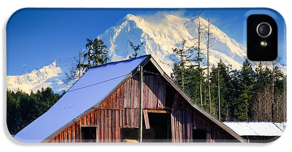 Mount Rainier And Barn IPhone 5 / 5s Case by Inge Johnsson