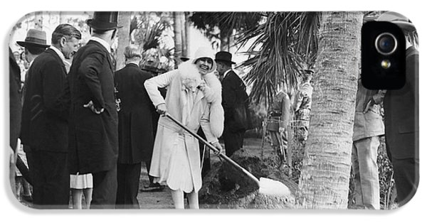 Mrs. Calvin Coolidge Planting IPhone 5 / 5s Case by Underwood Archives