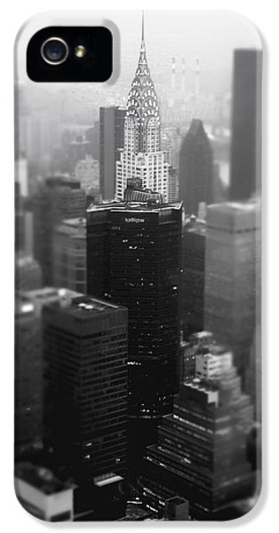New York City - Fog And The Chrysler Building IPhone 5 / 5s Case by Vivienne Gucwa