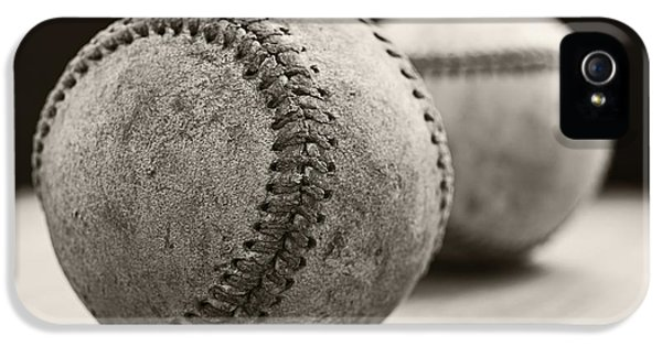 Old Baseballs IPhone 5 / 5s Case by Edward Fielding