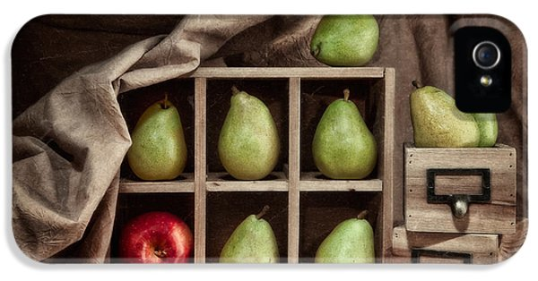 Pears On Display Still Life IPhone 5 / 5s Case by Tom Mc Nemar