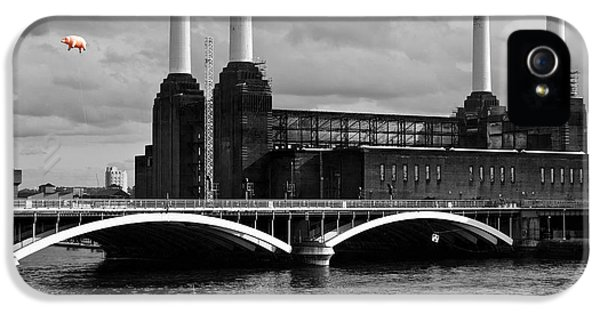 Pink Floyd's Pig At Battersea IPhone 5 / 5s Case by Dawn OConnor