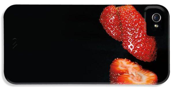Fresas iPhone 5 Cases - Rojo Fresa iPhone 5 Case by Adela Garcia