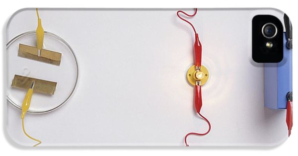 Simple Electronic Circuit Detects Water IPhone 5 / 5s Case by Dorling Kindersley/uig