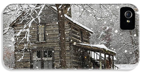 Greet iPhone 5 Cases - Snow in the Valle iPhone 5 Case by Benanne Stiens