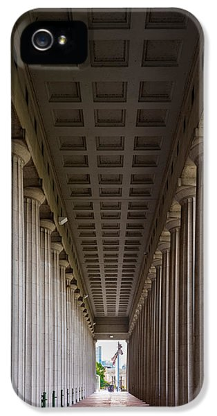 Soldier Field Colonnade IPhone 5 / 5s Case by Steve Gadomski