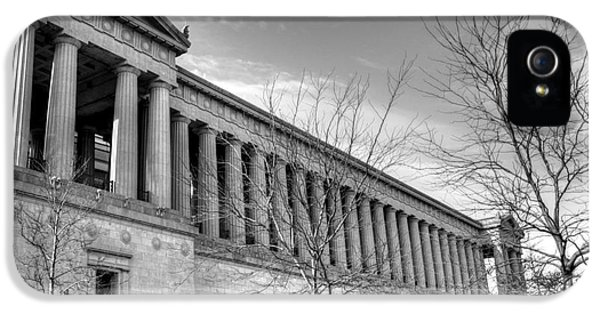 Soldier Field In Black And White IPhone 5 / 5s Case by David Bearden