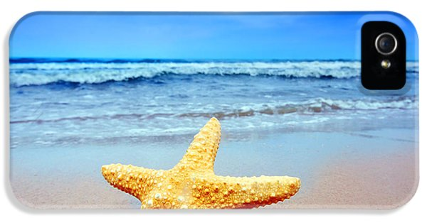 Starfish On A Beach   IPhone 5 / 5s Case by Michal Bednarek