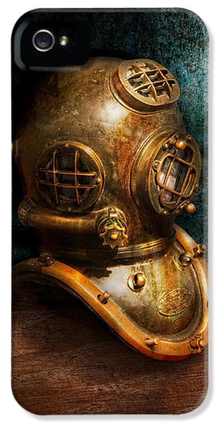 Steampunk - Diving - The Diving Helmet IPhone 5 / 5s Case by Mike Savad