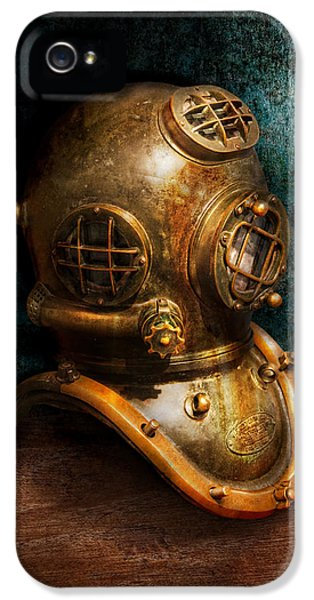 Pipes iPhone 5 Cases - Steampunk - Diving - The diving helmet iPhone 5 Case by Mike Savad