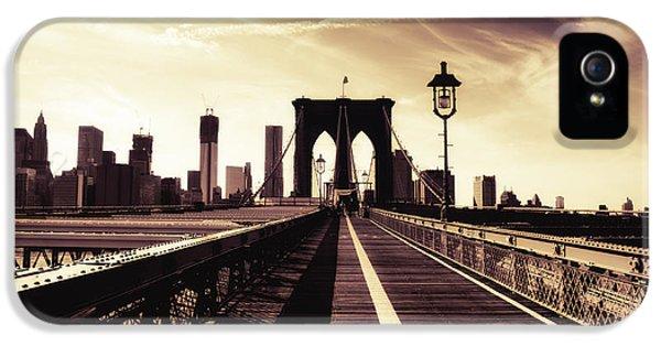 The Brooklyn Bridge - New York City IPhone 5 / 5s Case by Vivienne Gucwa