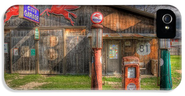 The Old Service Station IPhone 5 / 5s Case by David and Carol Kelly