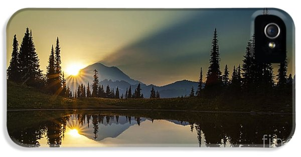 Tipsoo Rainier Sunstar IPhone 5 / 5s Case by Mike Reid