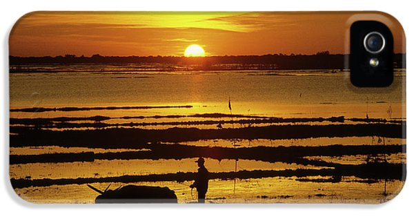 Sillouette iPhone 5 Cases - Tonle Sap Sunrise 01 iPhone 5 Case by Rick Piper Photography