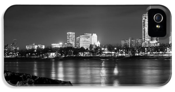 Tulsa In Black And White - University Tower View IPhone 5 / 5s Case by Gregory Ballos