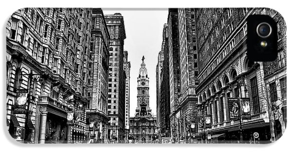 Urban Canyon - Philadelphia City Hall IPhone 5 / 5s Case by Bill Cannon