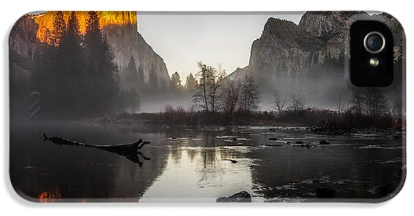 Valley View Yosemite National Park Winterscape Sunset IPhone 5 / 5s Case by Scott McGuire
