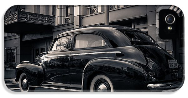 1930s iPhone 5 Cases - Vintage Chevrolet in 1934 New York City iPhone 5 Case by Edward Fielding
