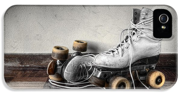 Vintage Skates IPhone 5 / 5s Case by Carlos Caetano