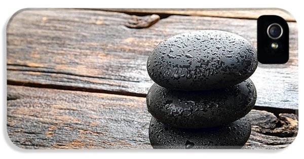 Wet Black Stones IPhone 5 / 5s Case by Olivier Le Queinec