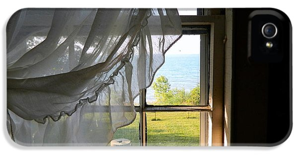 Window View Of Lake Erie IPhone 5 / 5s Case by Kathy Barney