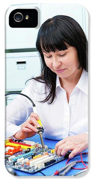 Woman Making A Micro Processor IPhone 5 / 5s Case by Wladimir Bulgar