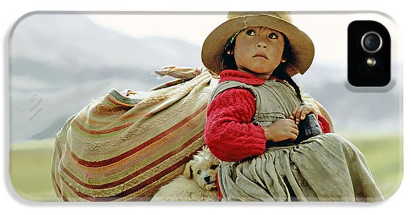 Young Girl In Peru IPhone 5 / 5s Case by  Victor Englebert