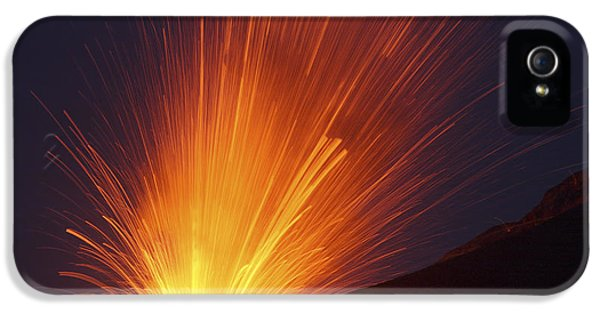 Outburst iPhone 5 Cases - Vulcanian Eruption Of Anak Krakatau iPhone 5 Case by Richard Roscoe