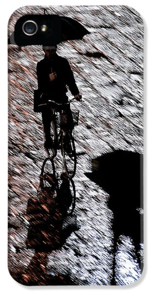Sillouette iPhone 5 Cases - A Moment in the Piazza iPhone 5 Case by Bronze Riser