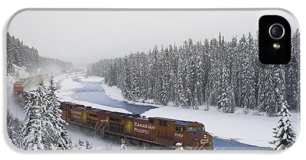 Colour Image iPhone 5 Cases - Canadian Pacific Train At Morants Curve iPhone 5 Case by Darwin Wiggett