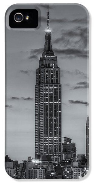 United States Of America iPhone 5 Cases - Empire State Building Morning Twilight IV iPhone 5 Case by Clarence Holmes
